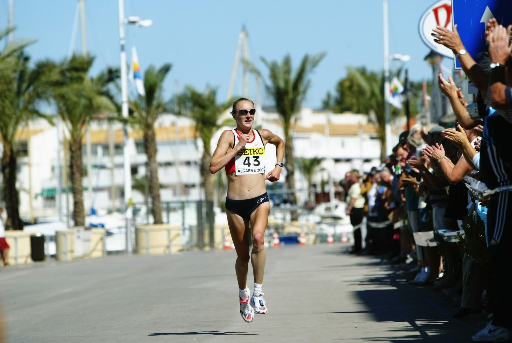 Paula Radcliffe, seen en route to her world half-marathon title win in 2003, where she was blood tested afterwards, claims to have been backed up in her insistence she is a clean athlete by new figures ©Getty Images