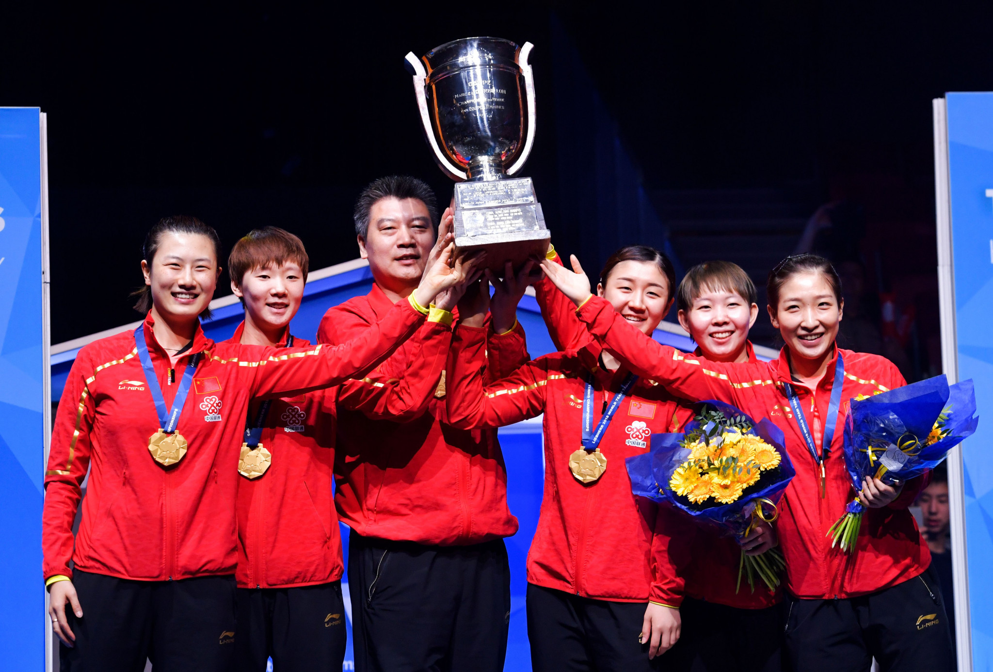 China celebrate their World Championship success over Japan ©Getty Images