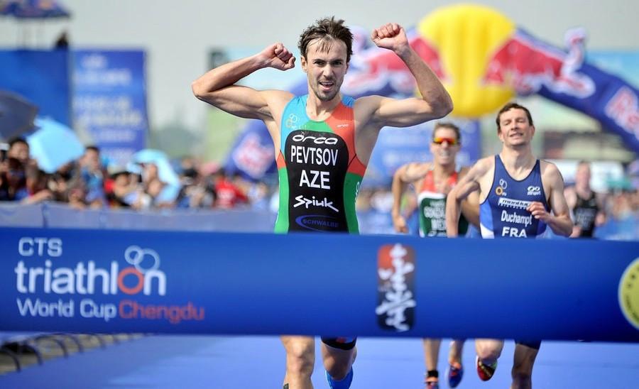 Azerbaijan's Rostislav Pevtsov won the super sprint race in Chengdu ©ITU