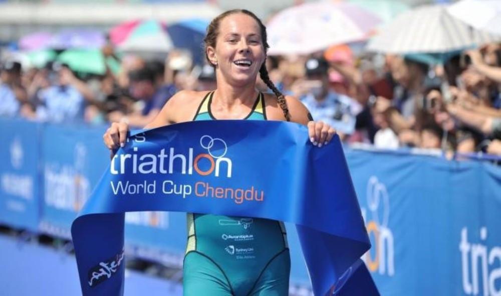 Emma Jeffcoat claimed victory in the women's race ©ITU