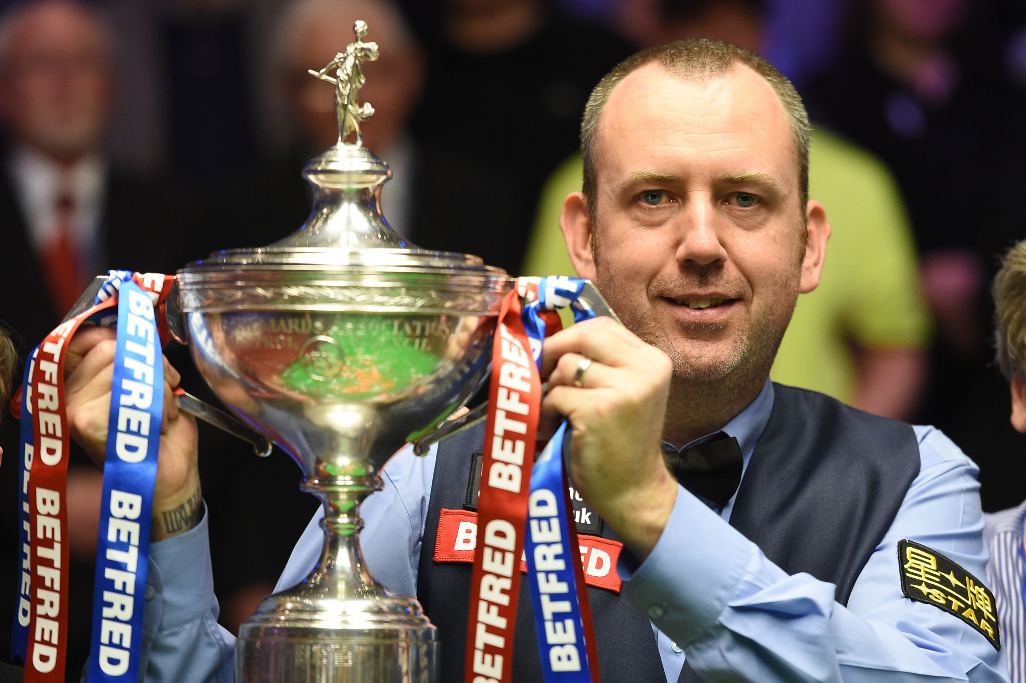 Mark Williams held off a stunning comeback from a resurgent John Higgins to clinch a third World Snooker Championship title ©Getty Images