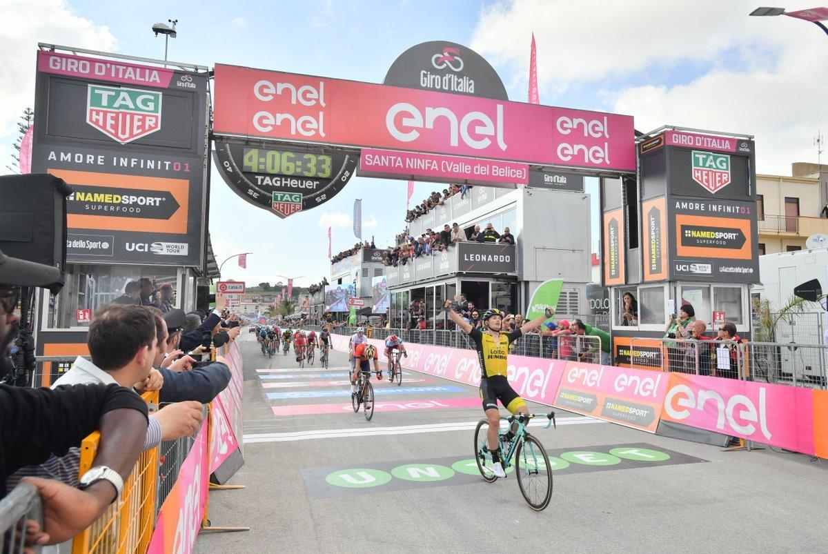 Bennett moves up in Giro d'Italia