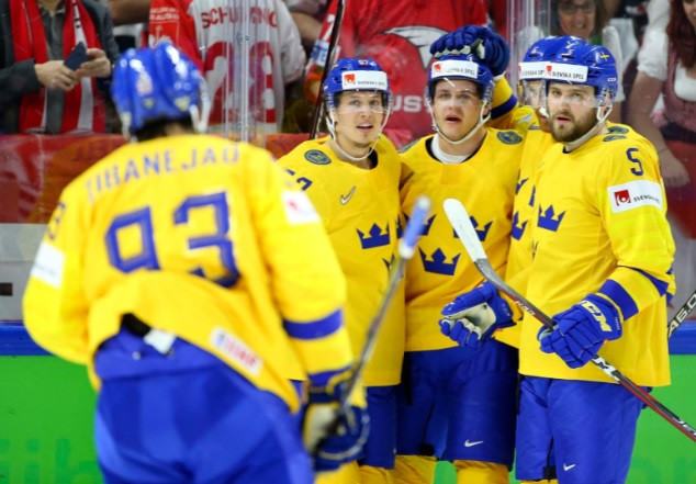 Sweden thrashed Austria to go top of Group A ©IIHF