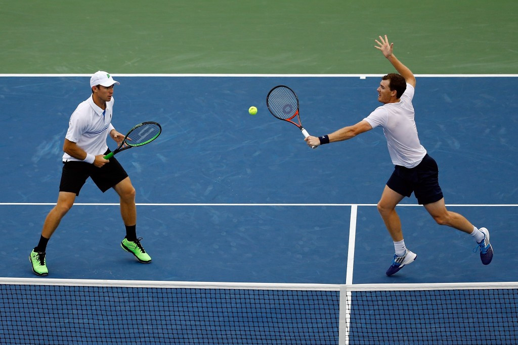 Peers and Murray reach men's US Open doubles final as rain postpones women's clashes