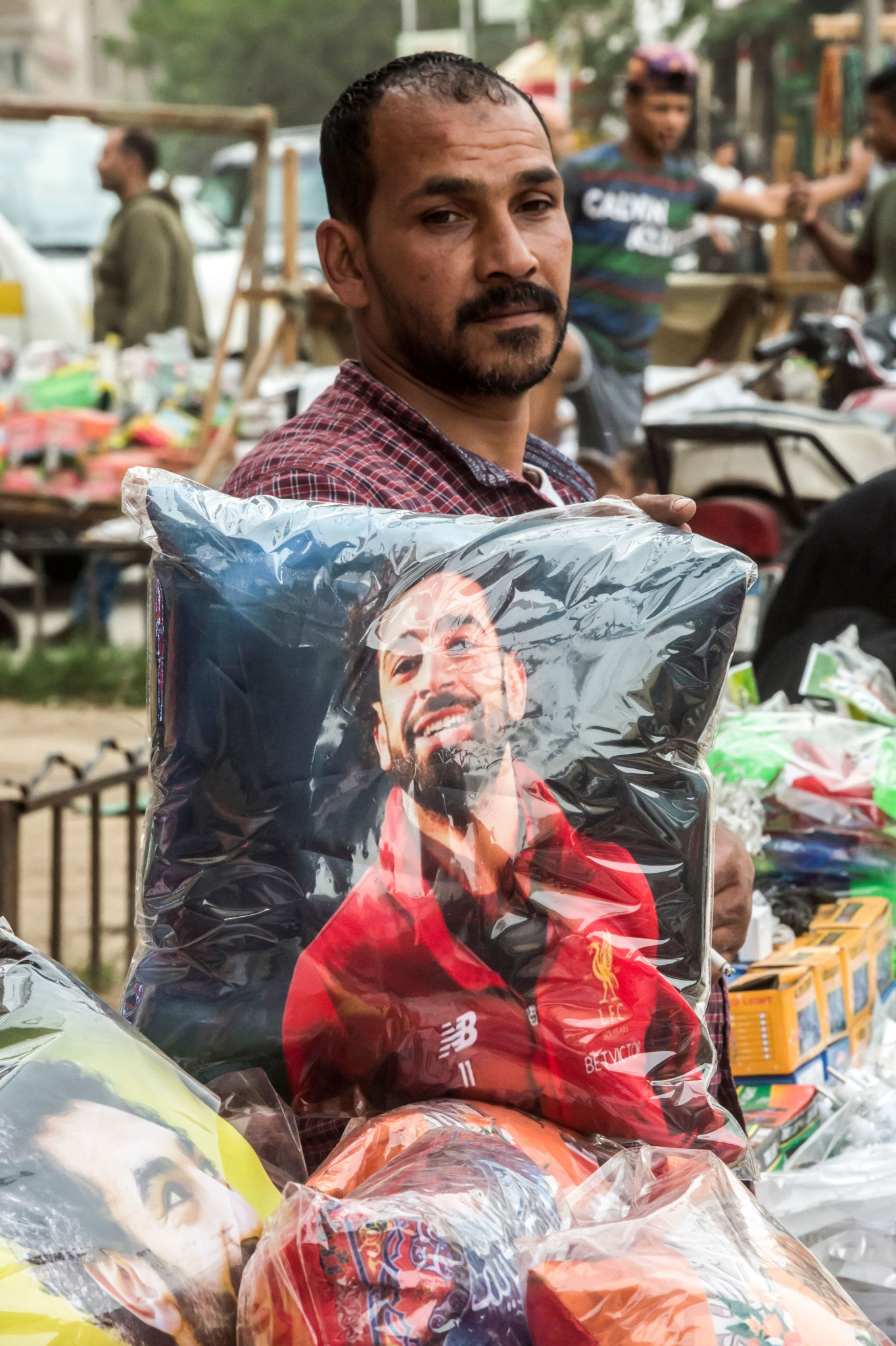 An Egyptian peddlar poses with Mo Salah merchandise in Cairo ©Getty Images