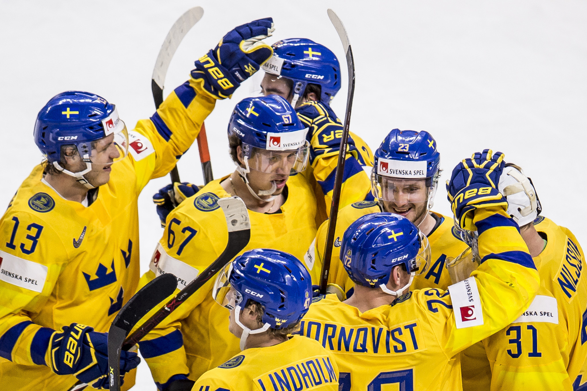 Sweden come from behind to beat Russia and top Group A at IIHF World Championship