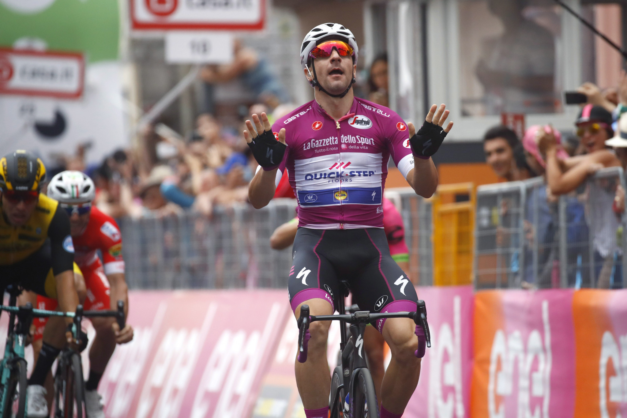 Viviani responds to setback by earning stage 13 victory at Giro d'Italia