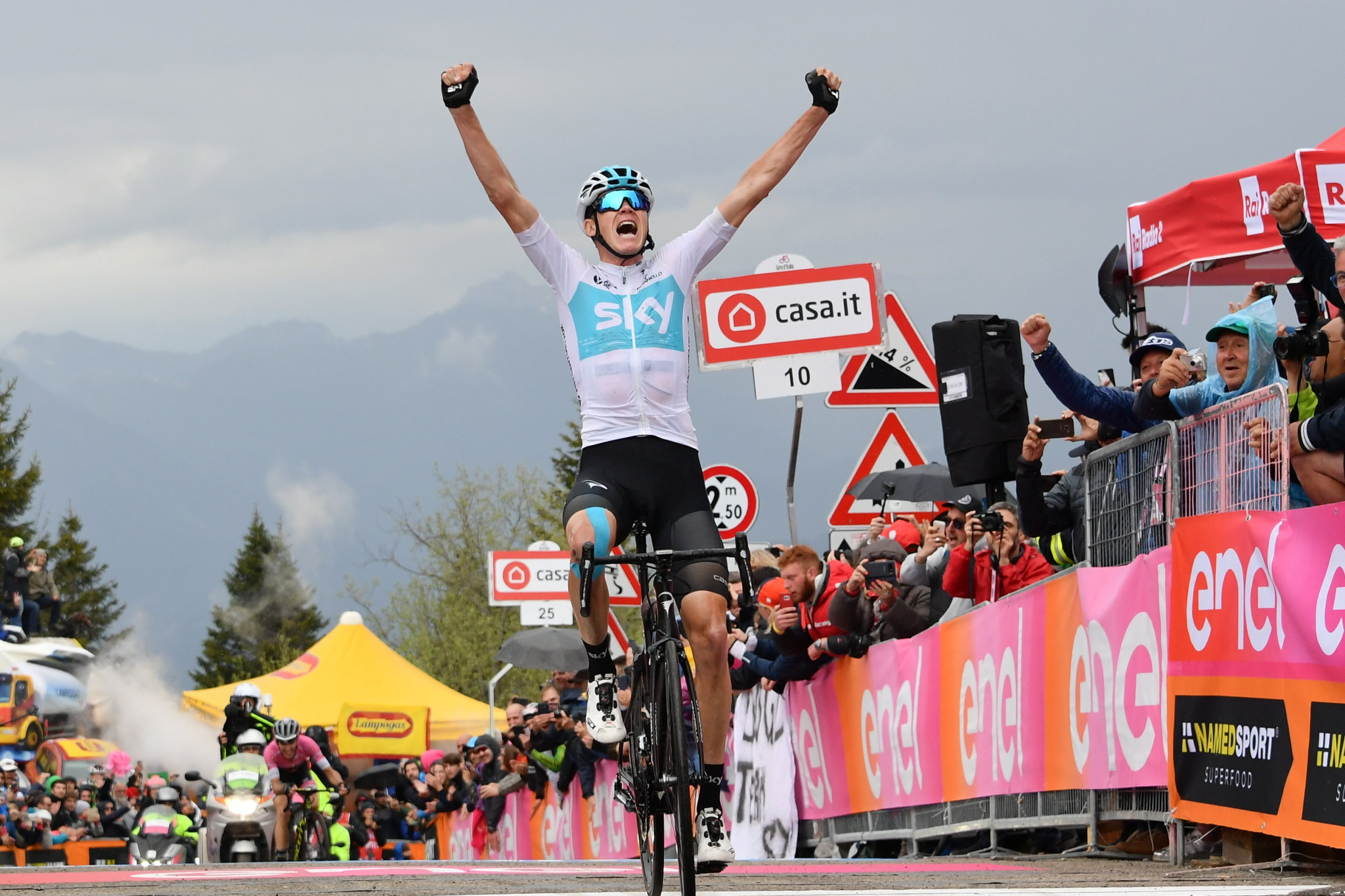 Froome finds form on Monte Zoncolan to claim stage win as Yates extends Giro d'Italia race lead