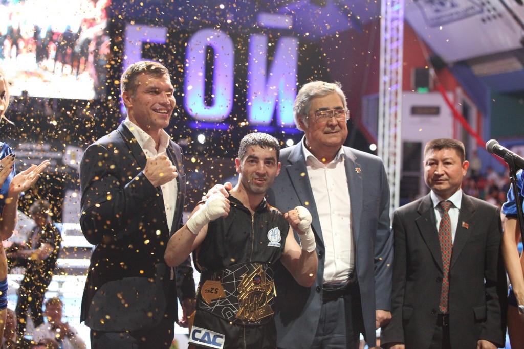 Bin Lyu and Misha Aloian retain APB World Championship boxing titles with stunning performances