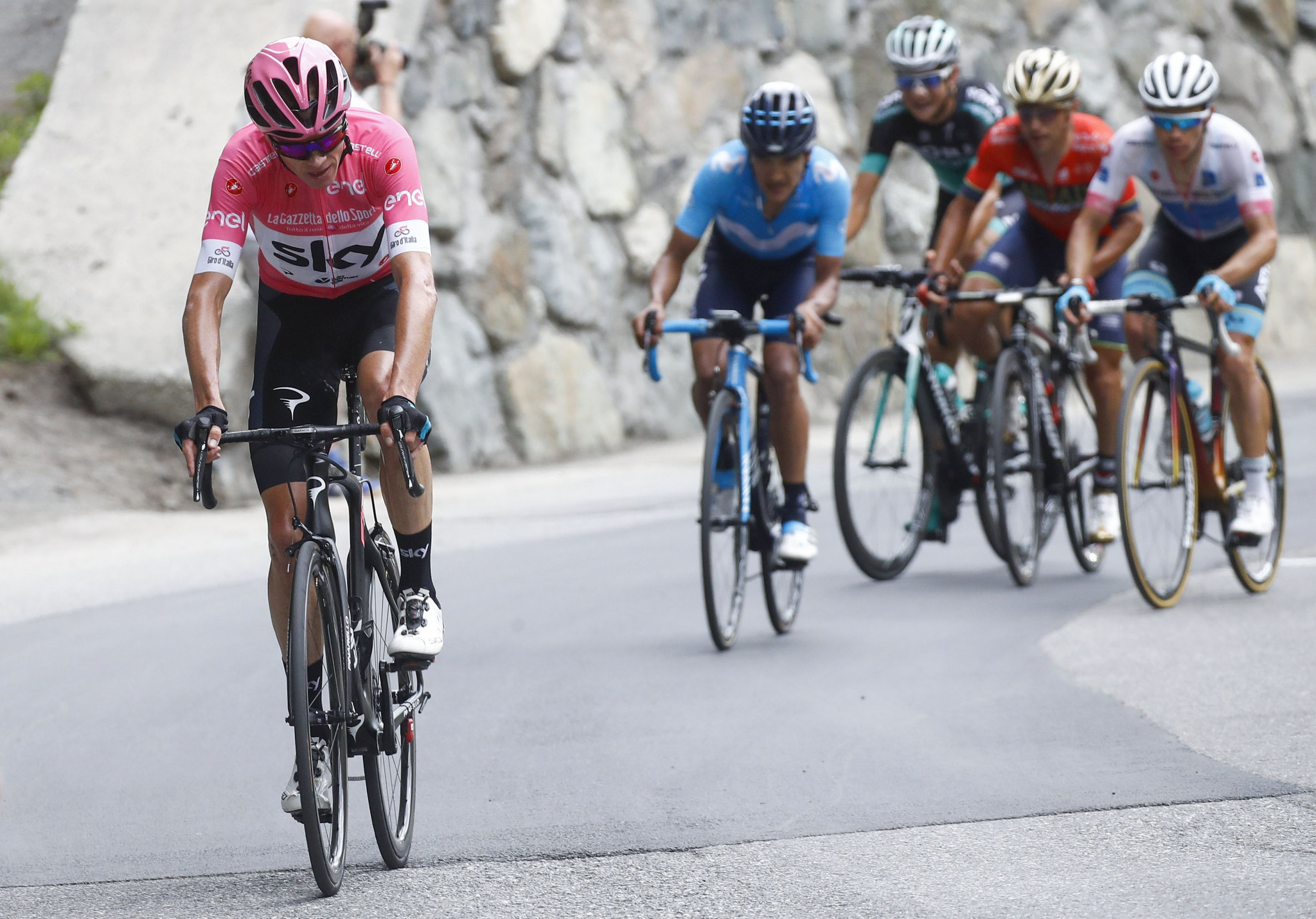Froome set to win Giro d'Italia after surviving Dumoulin challenge