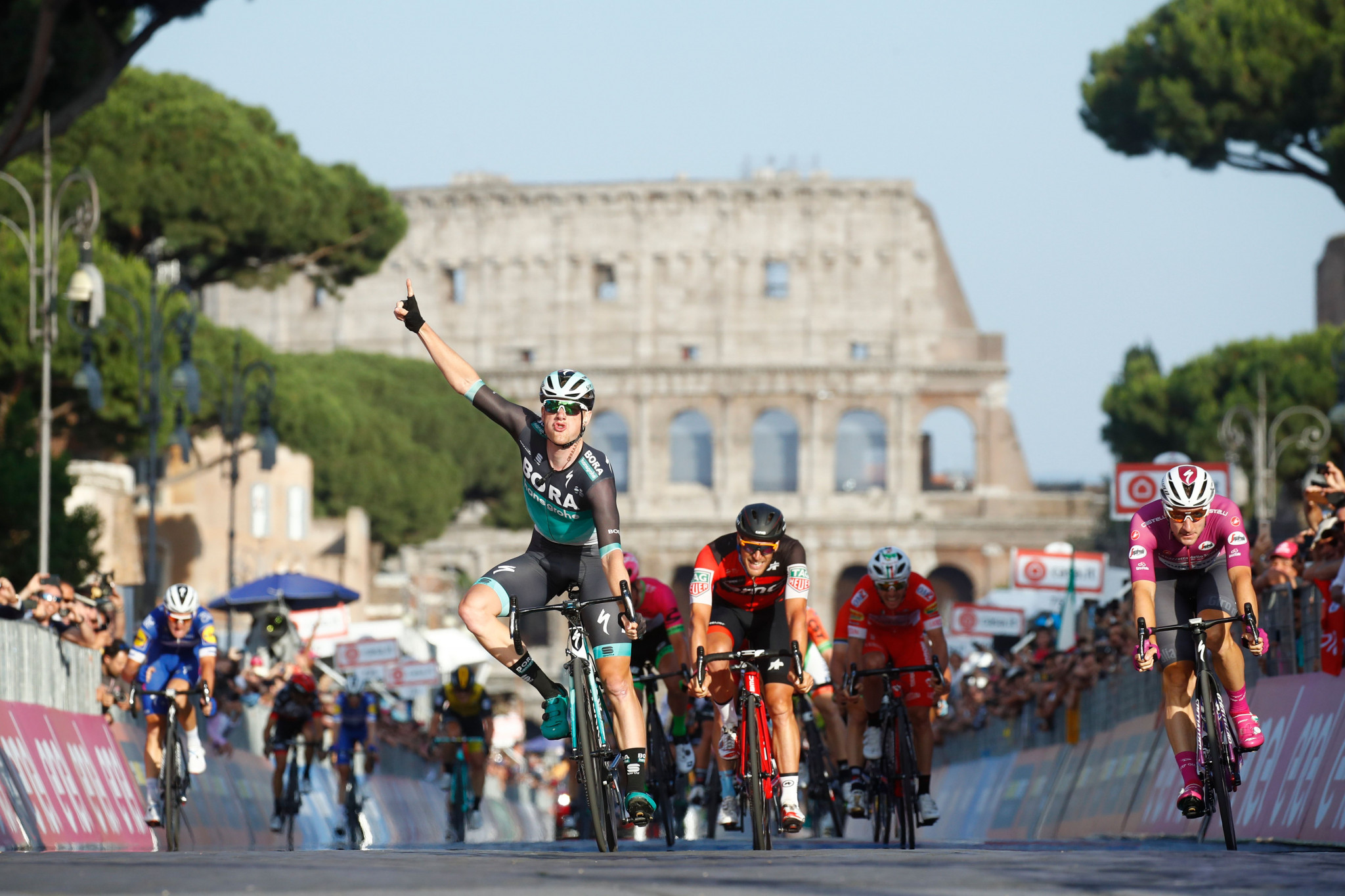 Bennett sprints to final stage win as Froome triumphs at Giro d'Italia