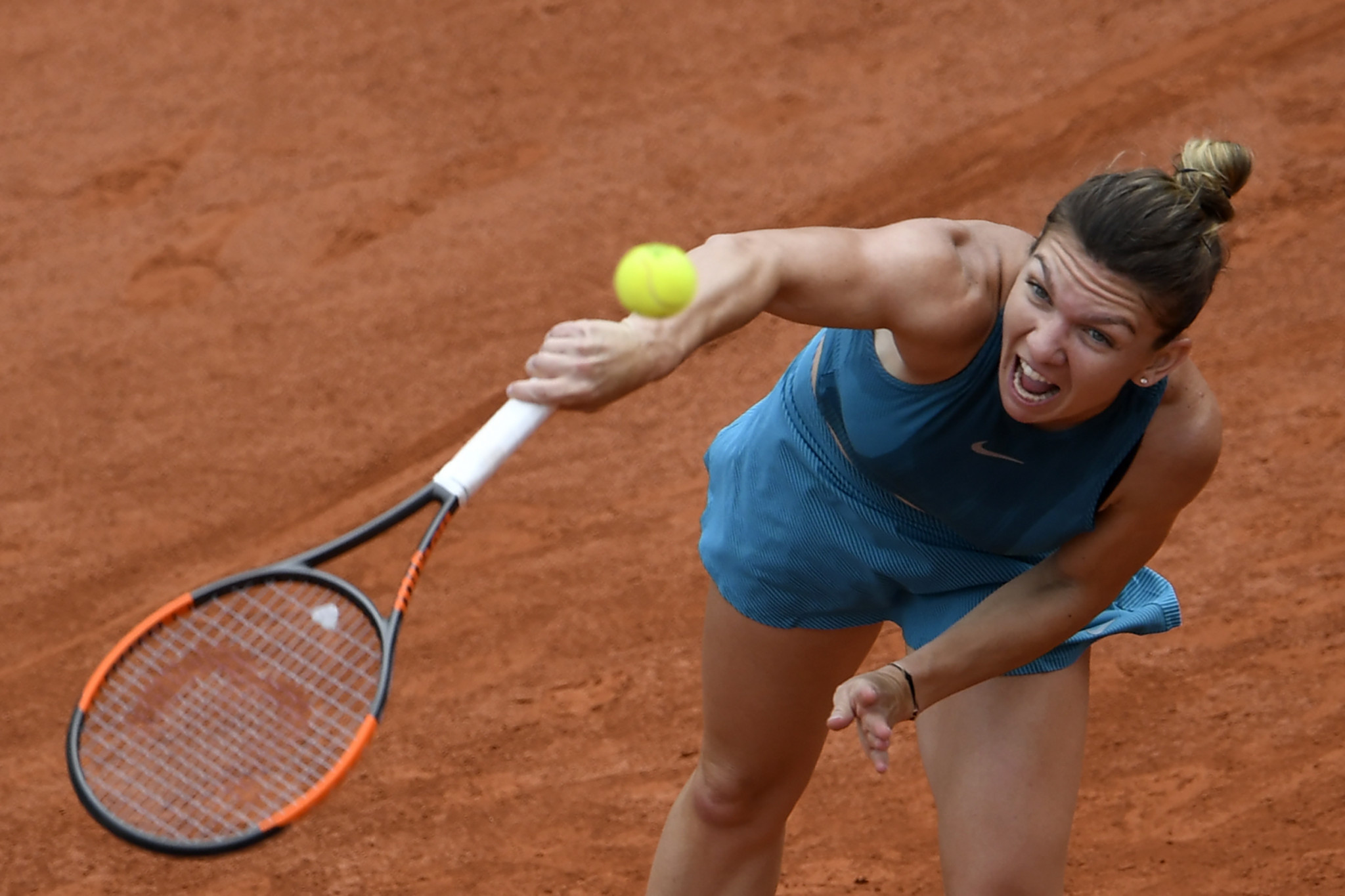Halep begins well in pursuit of first Grand Slam title at French Open