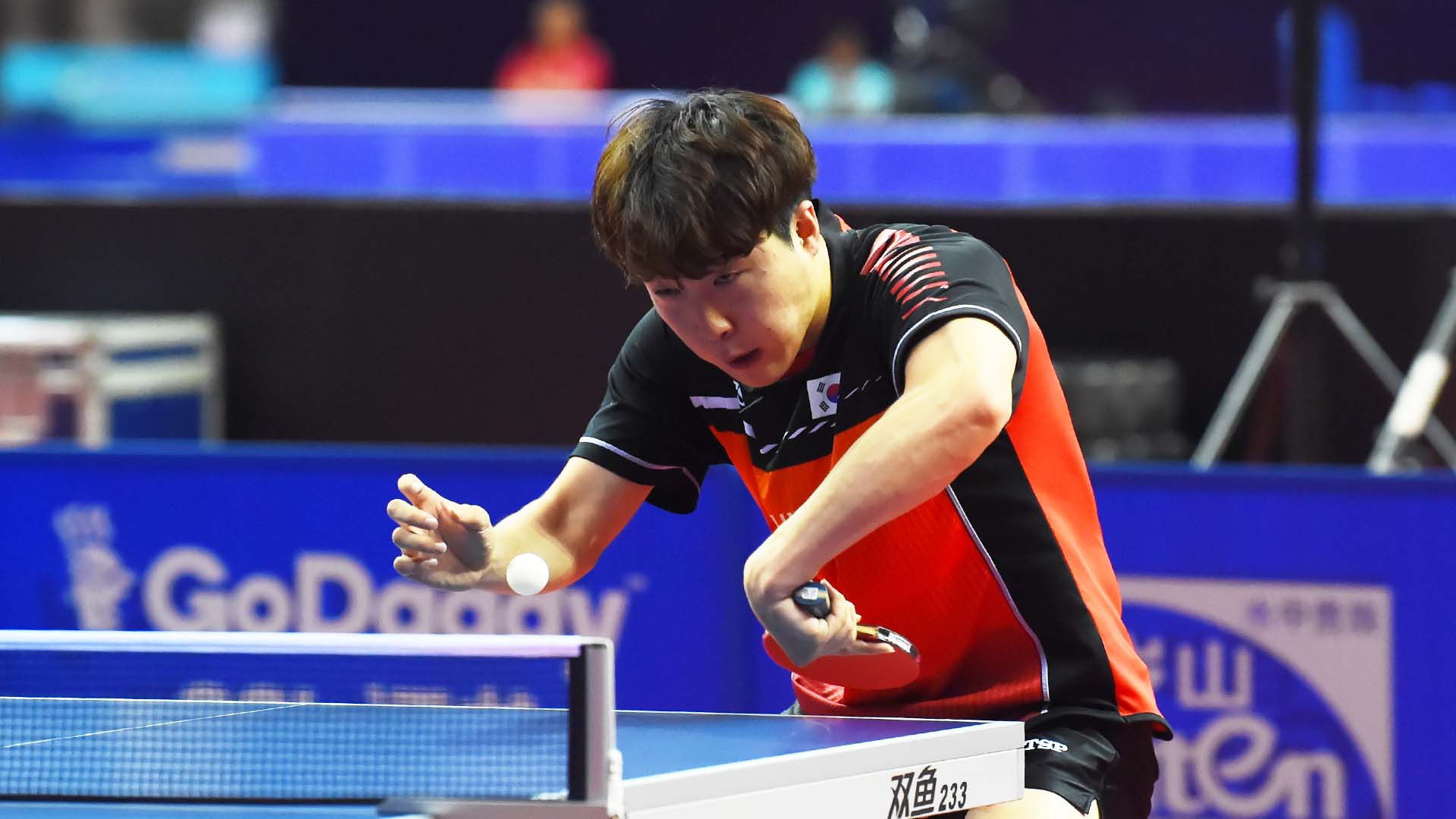 Lim stuns third seed and 2012 winner Xu to reach second round at ITTF China Open