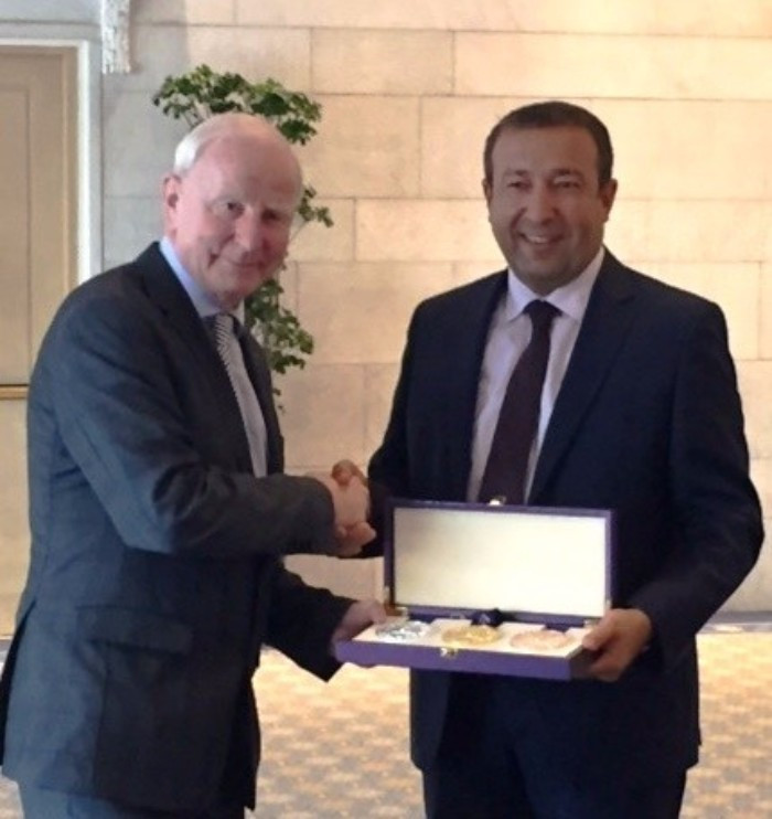 EOC President Patrick Hickey receiving a ceremonial Baku 2015 medal during the debrief meeting from Elchin Safarov, an official from the Azerbaiijan Ministry of Youth and Sport ©EOC