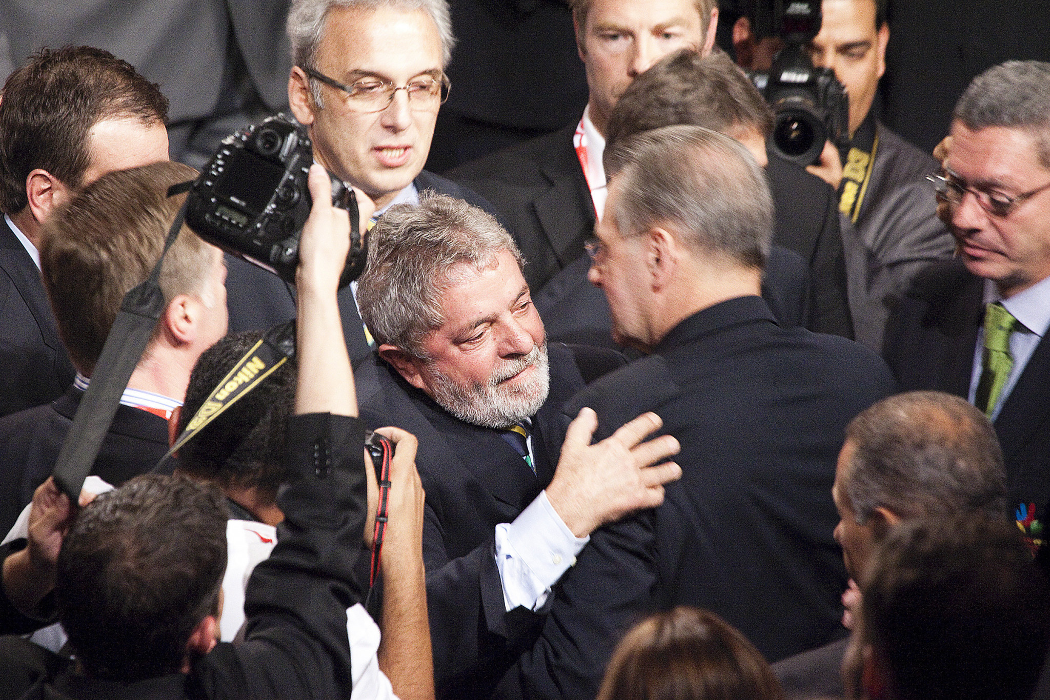 Luiz Inacio Lula da Silva, left, pictured embracing then-IOC President Jacques Rogge after Rio was awarded the Olympics in 2009 ©Getty Images