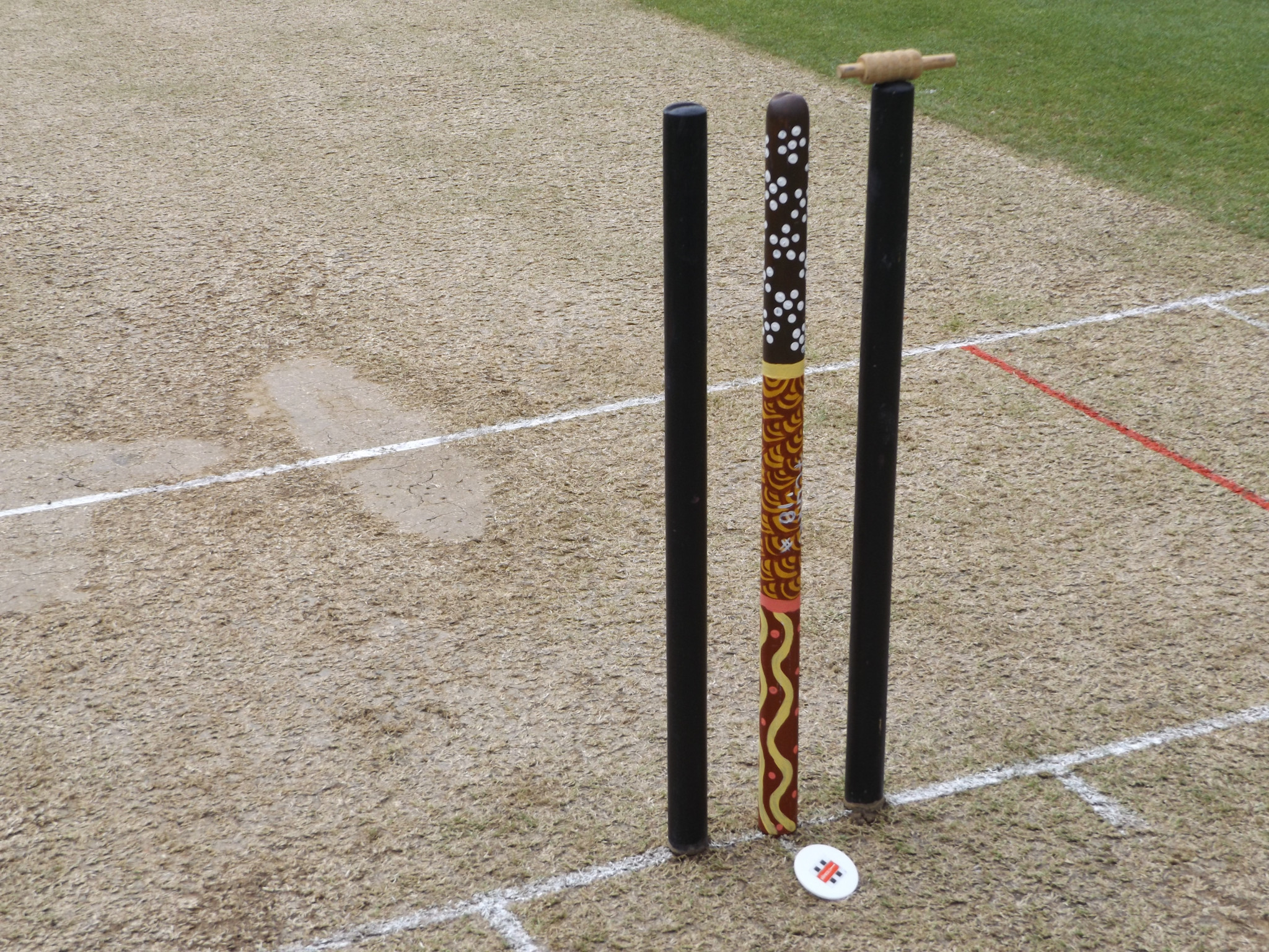 The middle stump featuring indigenous artwork ©Phil Barker
