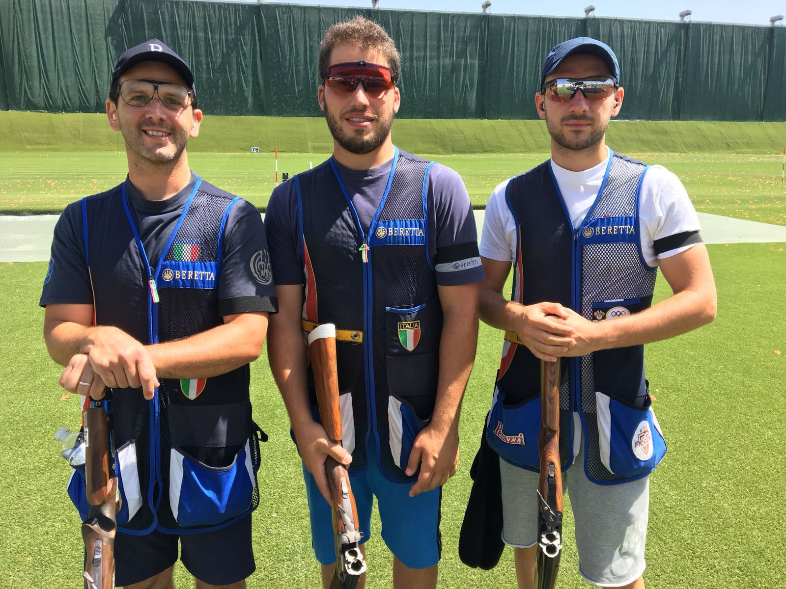 Italian shooters wear black armbands to support Luciano Rossi ©FITAV