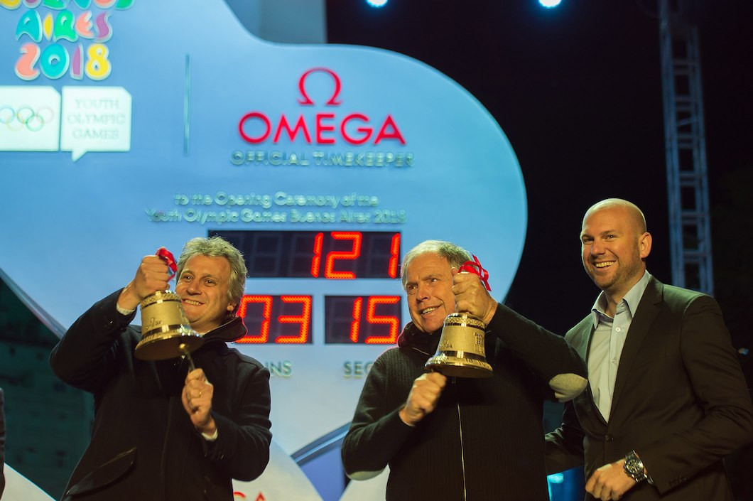 Gerardo Werthein, centre, was among guests to ring last-lap bells at the event  ©IOC