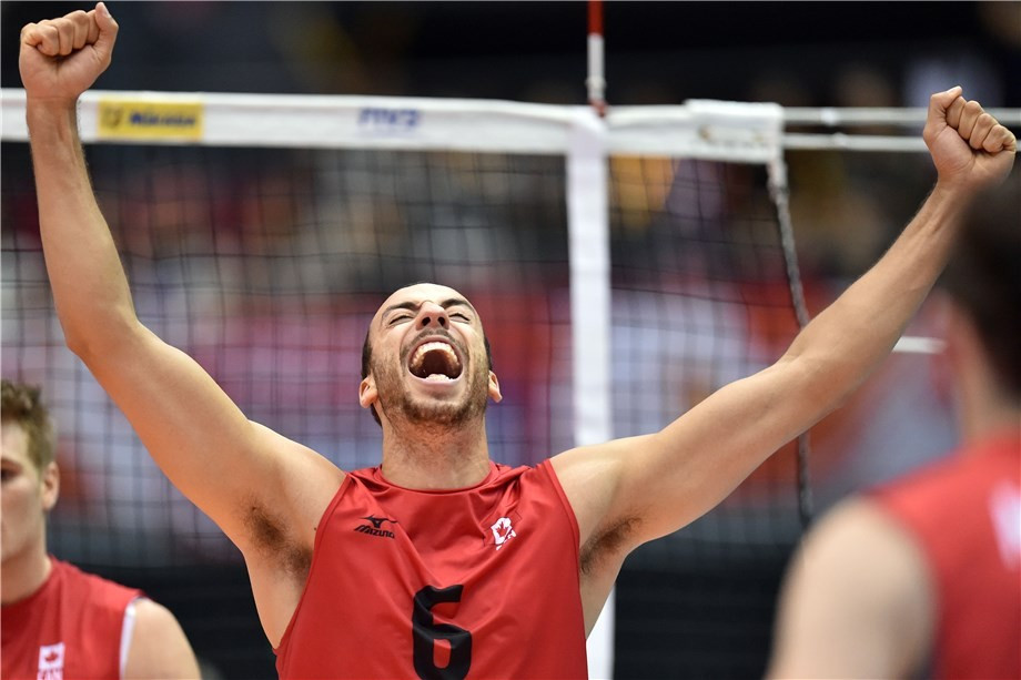 Canada won a thrilling five-set battle with Australia to win their first game of the tournament ©FIVB