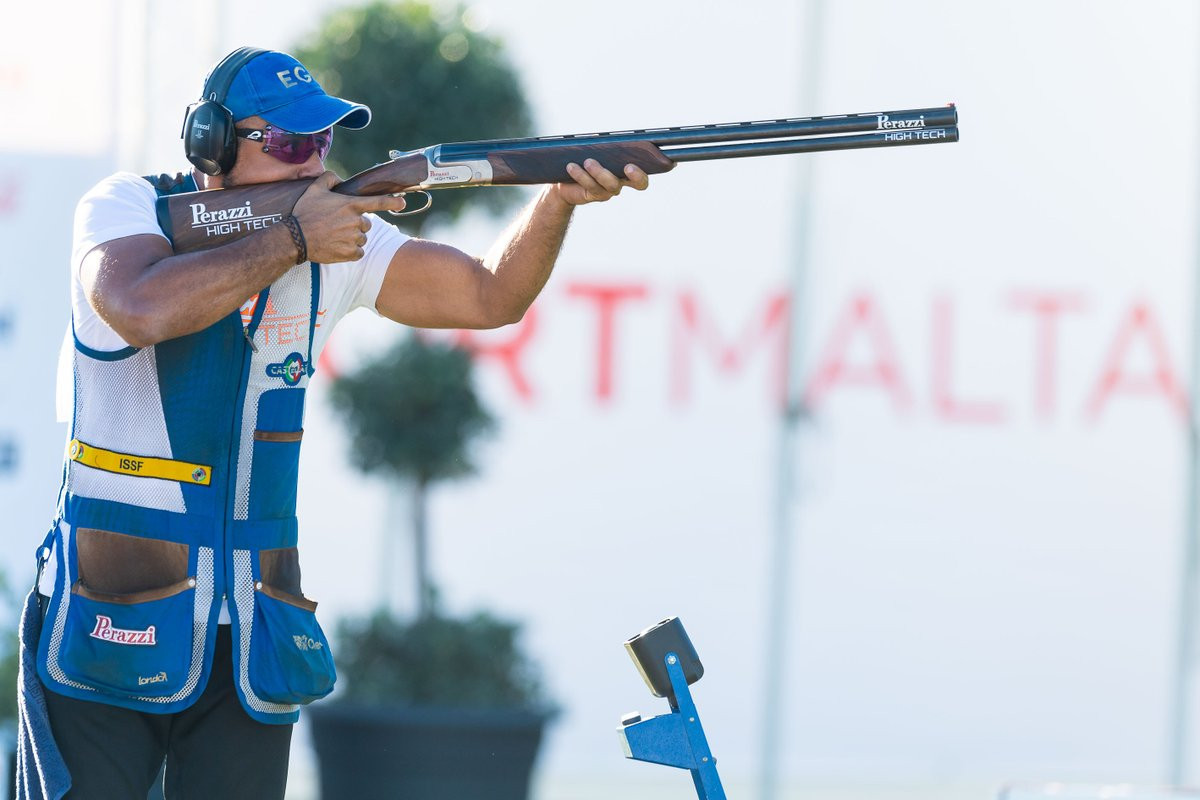 Athletes opted not to wear black armbands following a warning from the ISSF ©ISSF