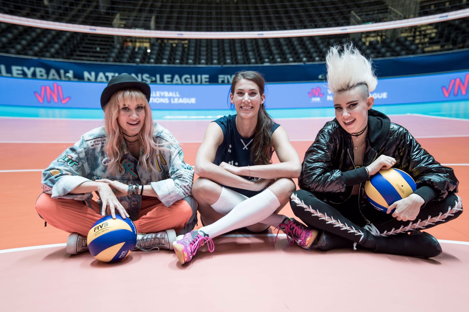 NERVO spent time with Robin de Kruijf and The Netherlands team before the Women's Volleyball Nations League pool matches in Apeldoorn ©FIVB