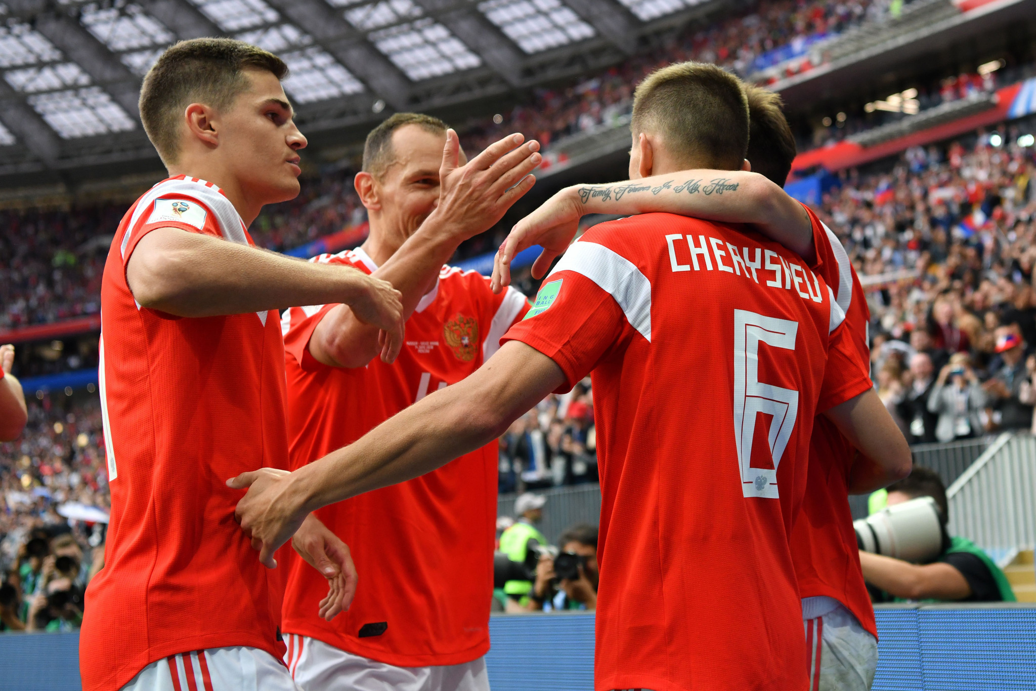 Russia celebrate their 5-0 win ©Getty Images