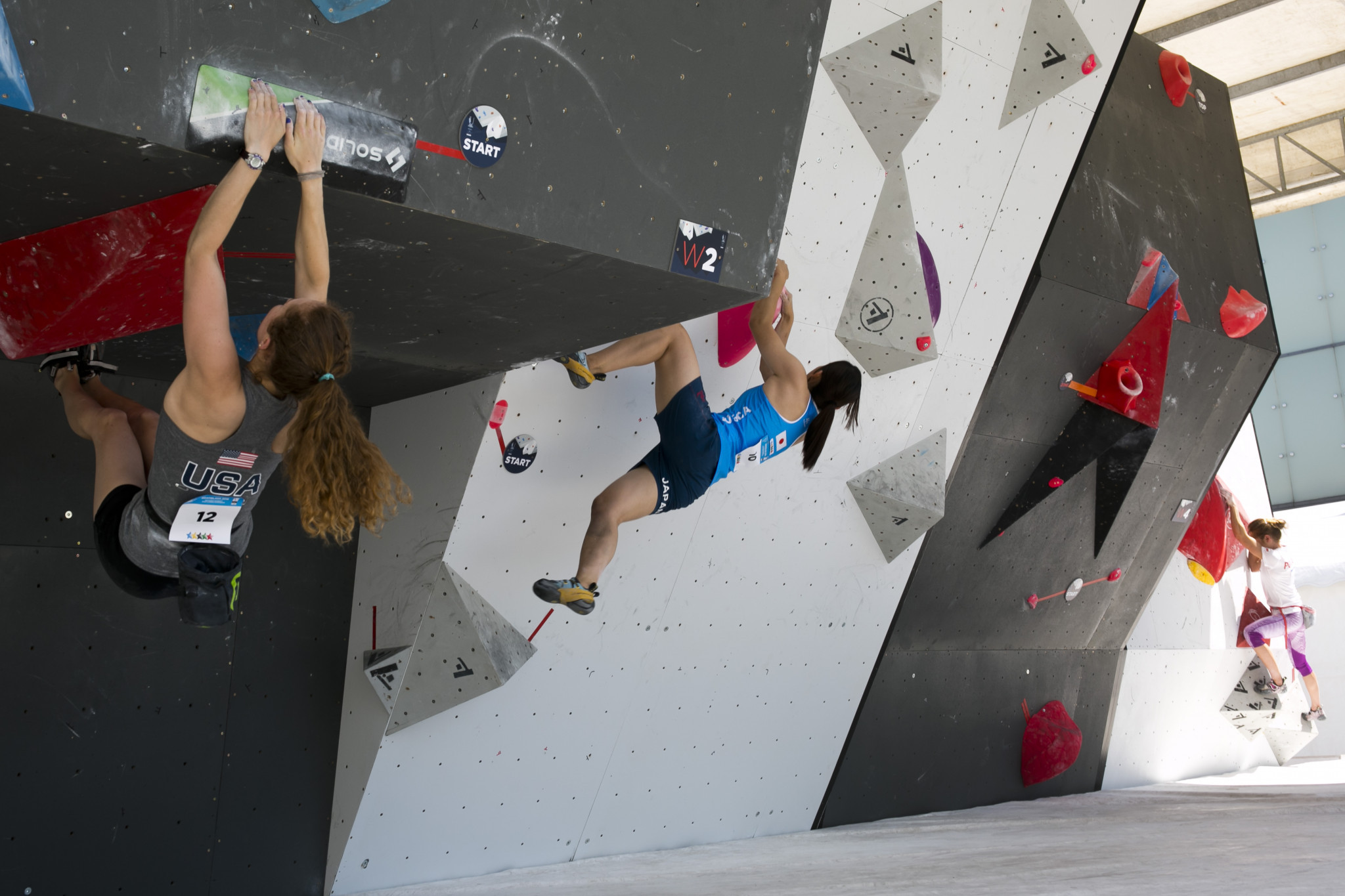 French and Japanese competitors dominate bouldering qualification at FISU World University Sport Climbing Championship