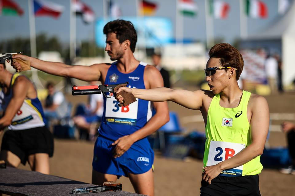 Competition in the concluding laser run was fierce for the silver and bronze medals at the UIPM World Cup Final ©UIPM