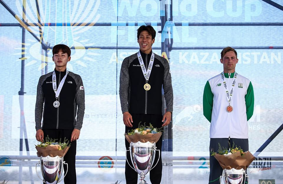 The medallists display their prizes after the men's competition at the UIPM World Cup Final in Astana ©UIPM