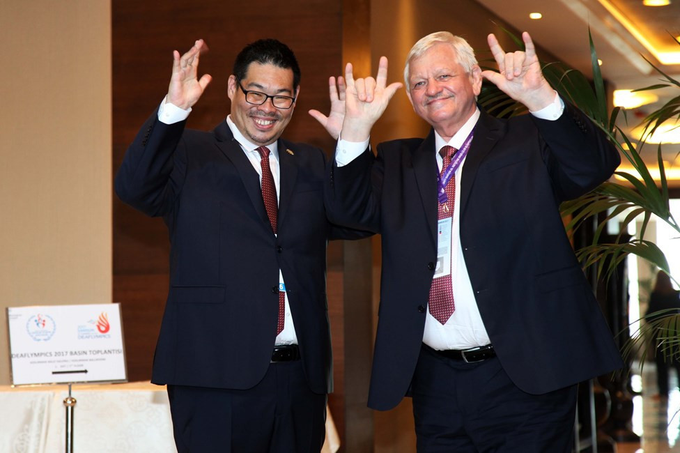Kang Chen, left, has been appointed acting ICSD President to replace Valery Rukhledev ©Deaflympics