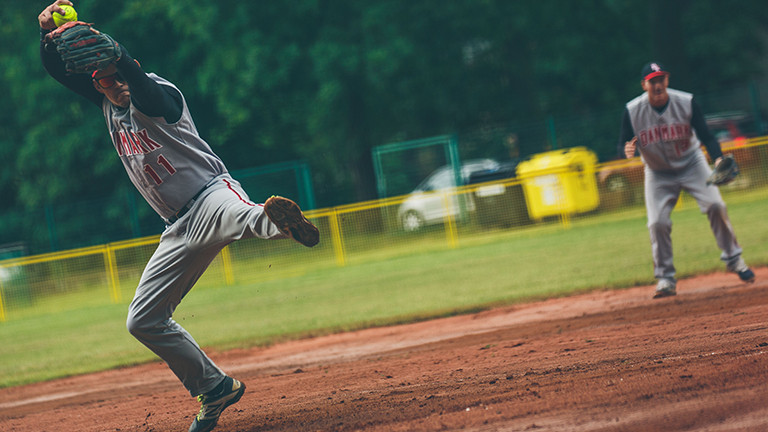 The battle for the semi-finals has begun at the Men's European Softball Championships in Havlíčkův Brod ©ESF