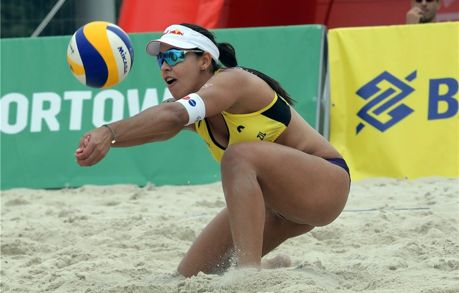 Brazilians impress on opening day of FIVB Beach Volleyball World Tour event in Warsaw