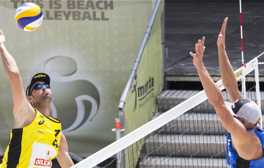 Spain's Pablo Herrera Allepuz won both his matches today on his 36th birthday at the FIVB Beach Volleyball World Tour event in Warsaw ©FIVB