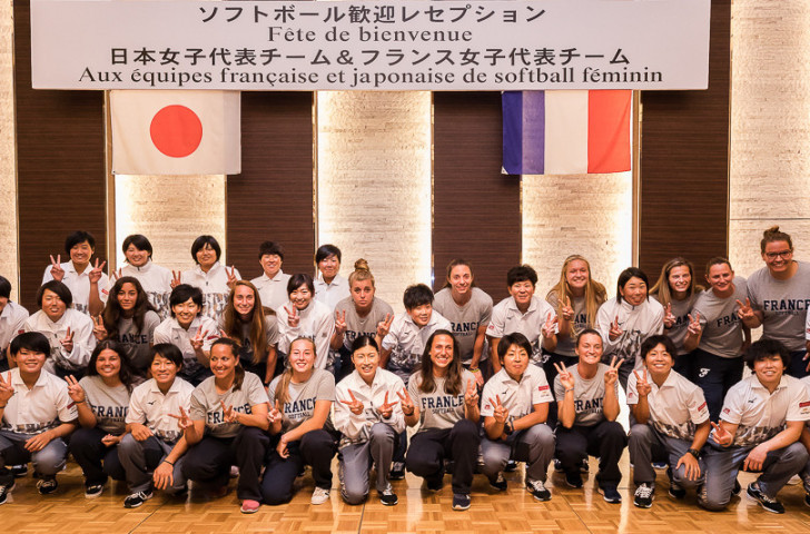The Japan Softball Association signed a Memorandum of Understanding with the French Baseball and Softball Federation prior to the All-Star Softball Series ©WBSC