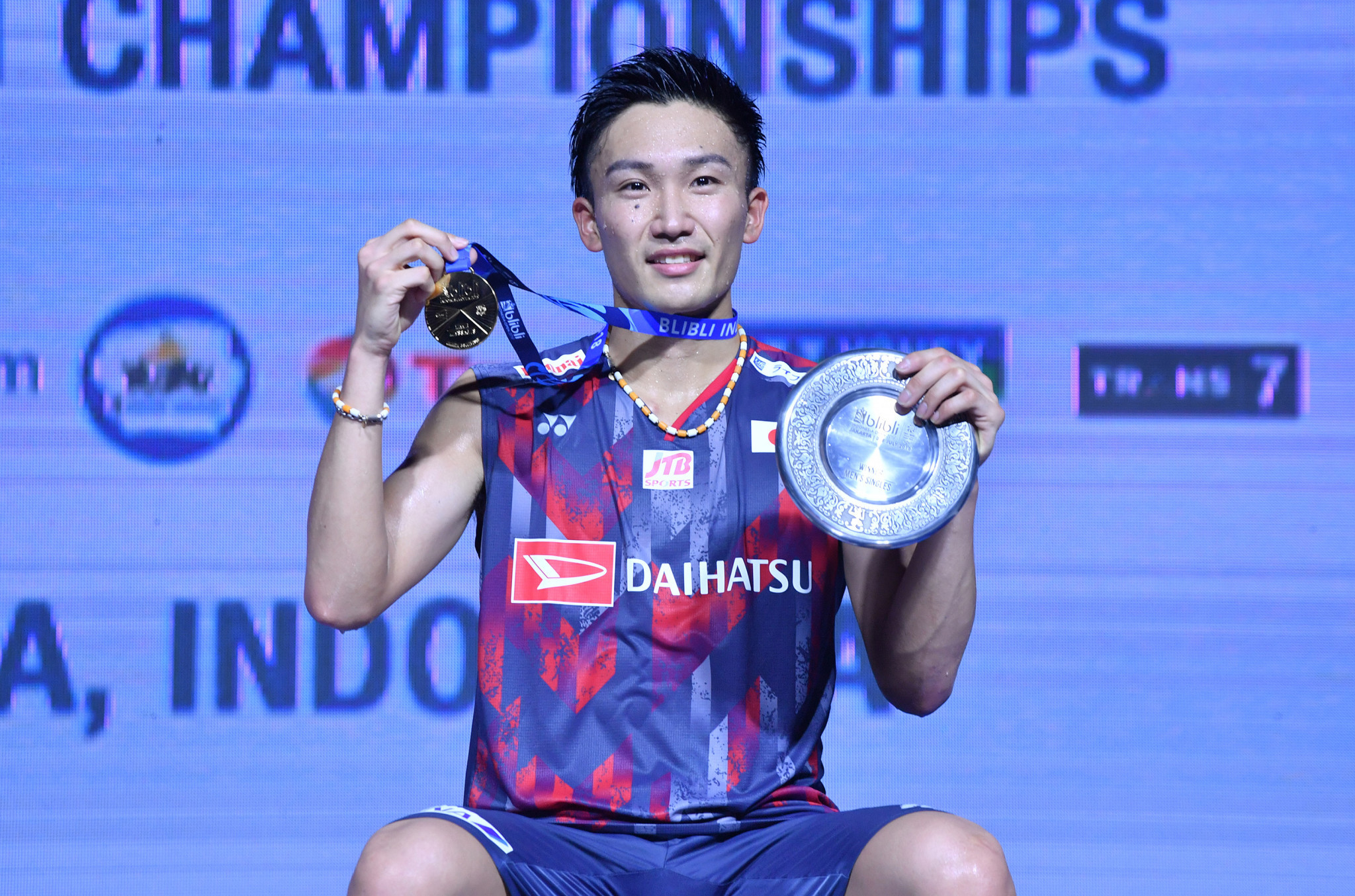 Momota wins first title since coming back from illegal gambling ban with victory in Indonesia Open