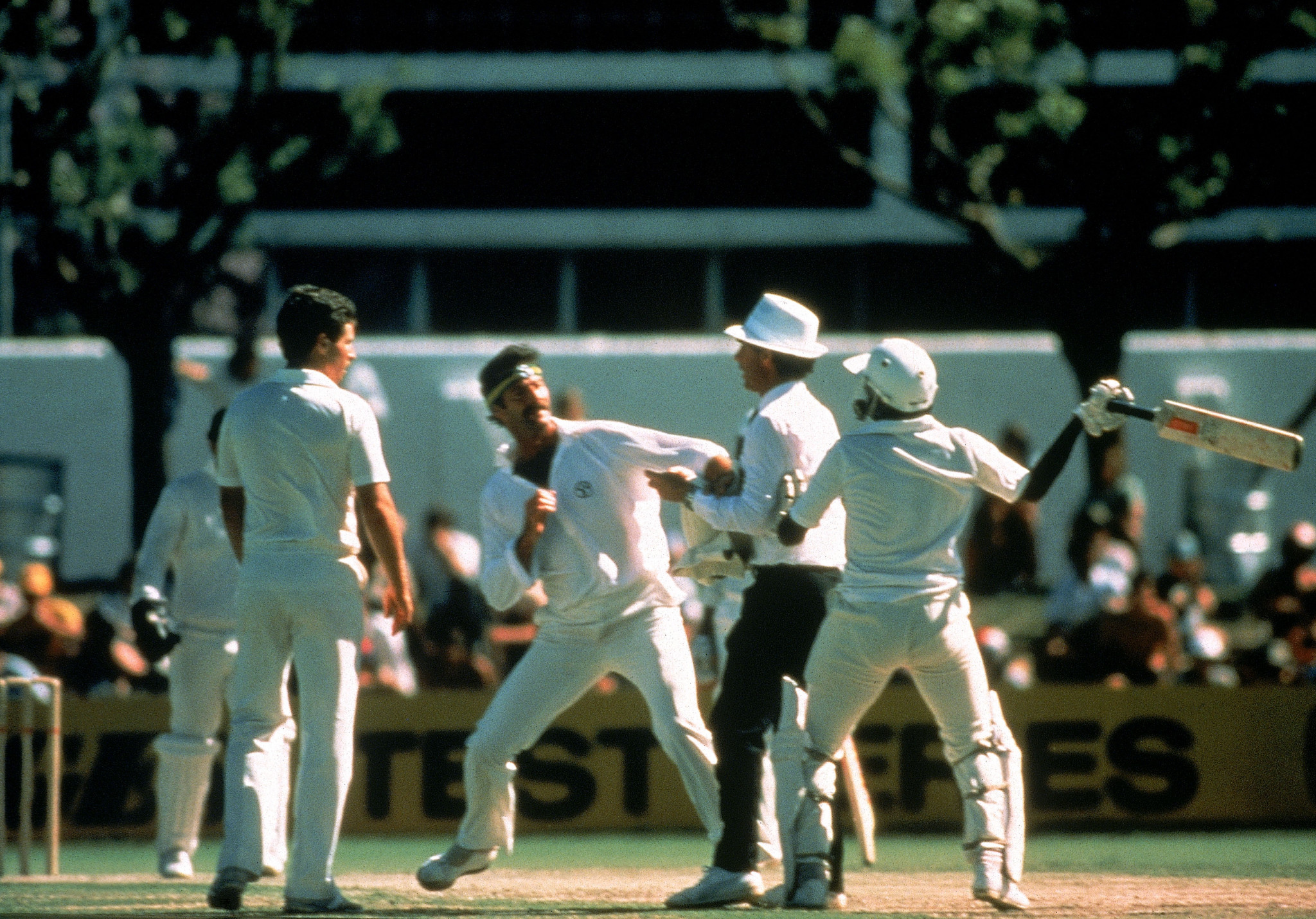 Dennis Lillee, left, and Javed Miandad nearly come to blows in a test Match in 1981 ©Getty Images