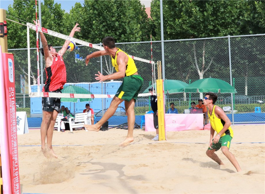 Gabriel Zuliani and Gabriel de Abreu Lima Pisco  of Brazil made an ominous start as they claimed two wins today ©FIVB
