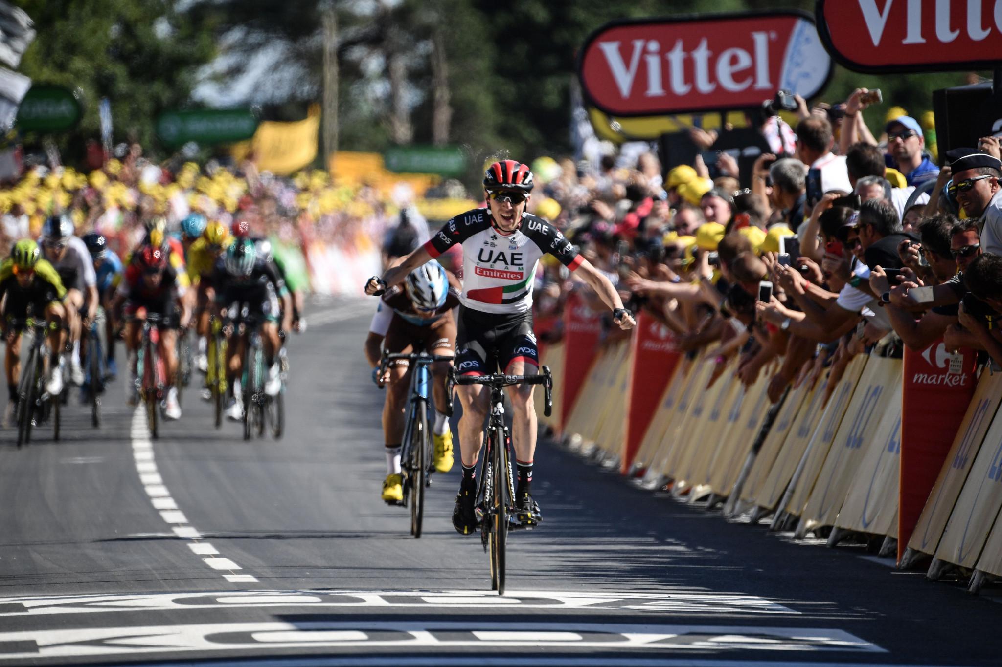 Martin wins Tour de France stage six on the Mûr-de-Bretagne