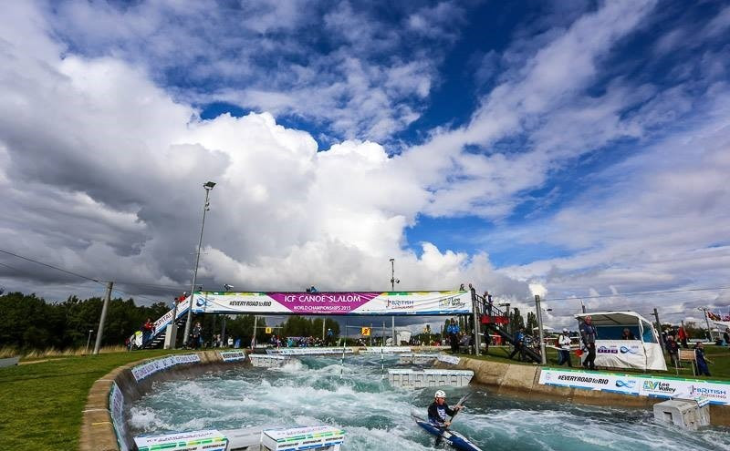 Favourites struggle through to semi-finals in K1 class at Canoe Slalom World Championships