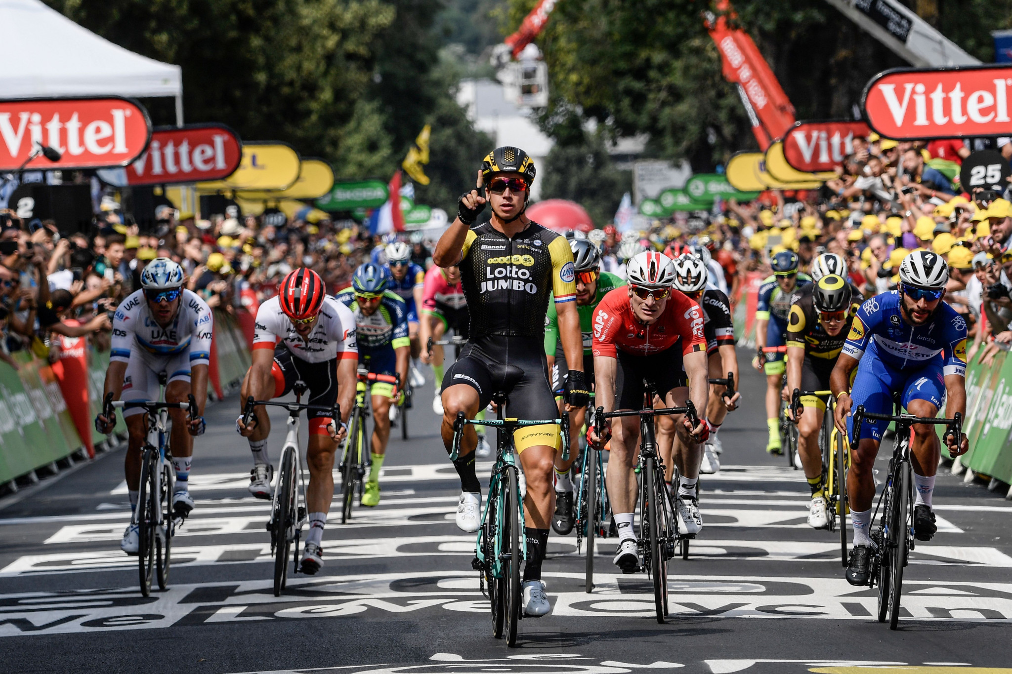 Groenewegen wins second straight sprint stage at Tour de France