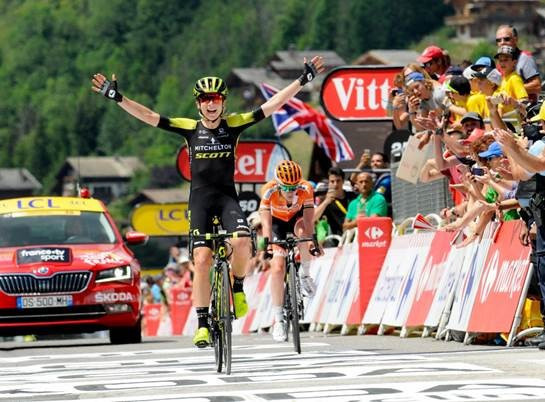 Van Vleuten defends La Course by le Tour de France title in thrilling finish
