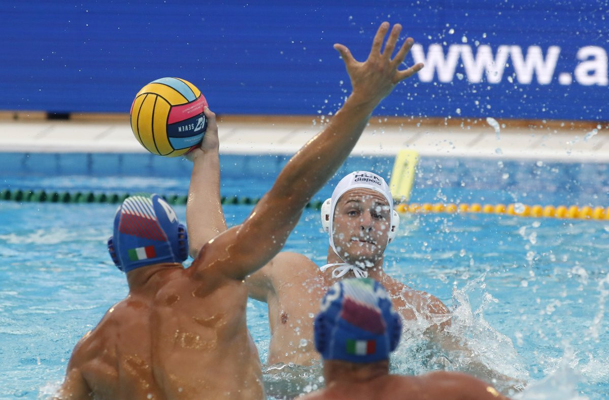Italy also progressed to the last eight as they beat Hungary ©LEN