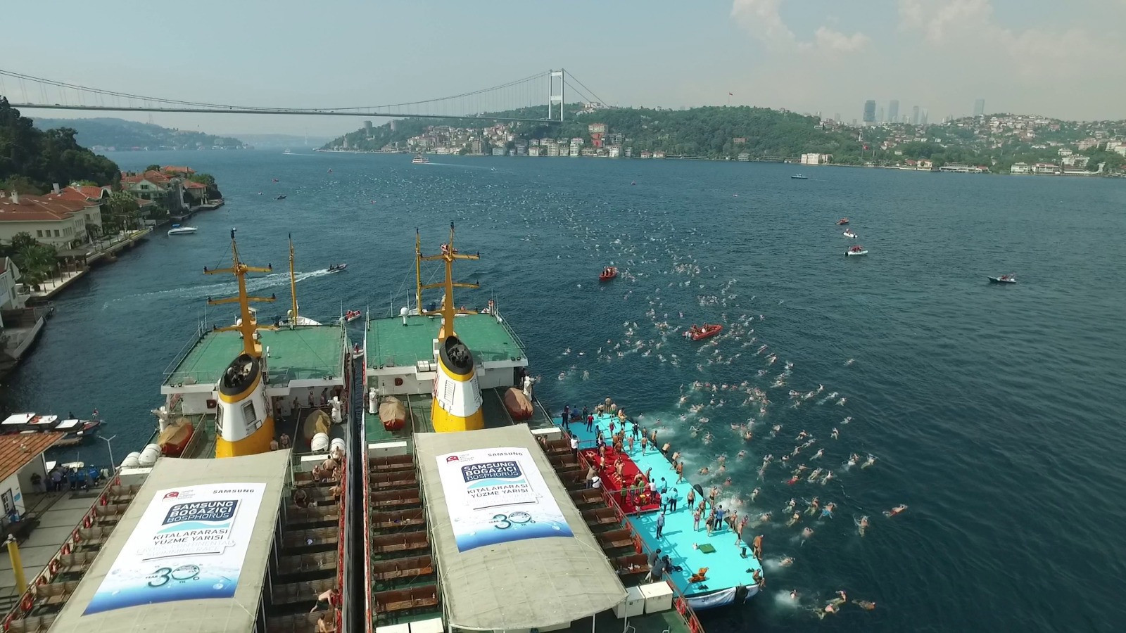Over 2400 swimmers took part in the 30th Samsung Bosphorus Cross-Continental Swimming Race in Istanbul on Sunday (July 22) ©TOC
