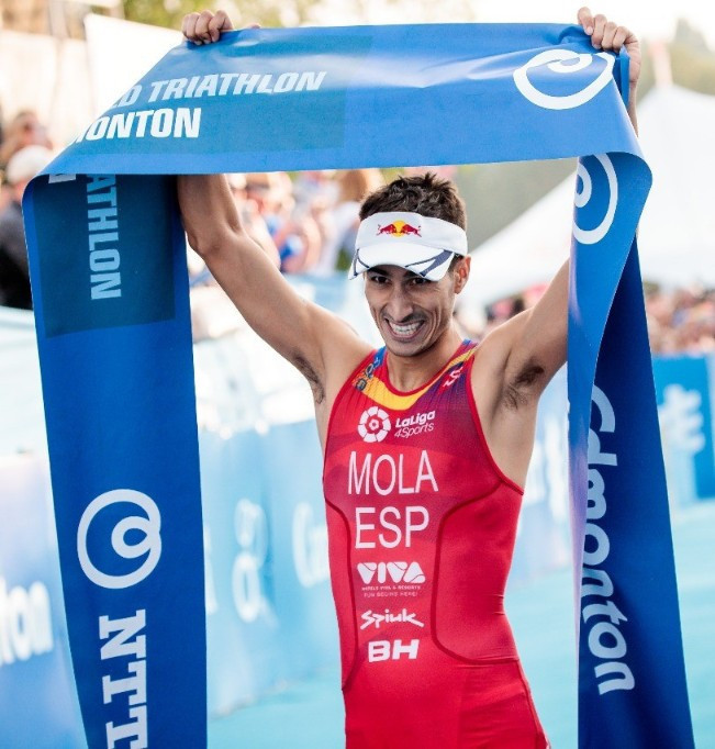 Spain's Mario Mola is one step closer to claiming the ITU World Triathlon Series title after his fourth consecutive podium in Edmonton ©ITU