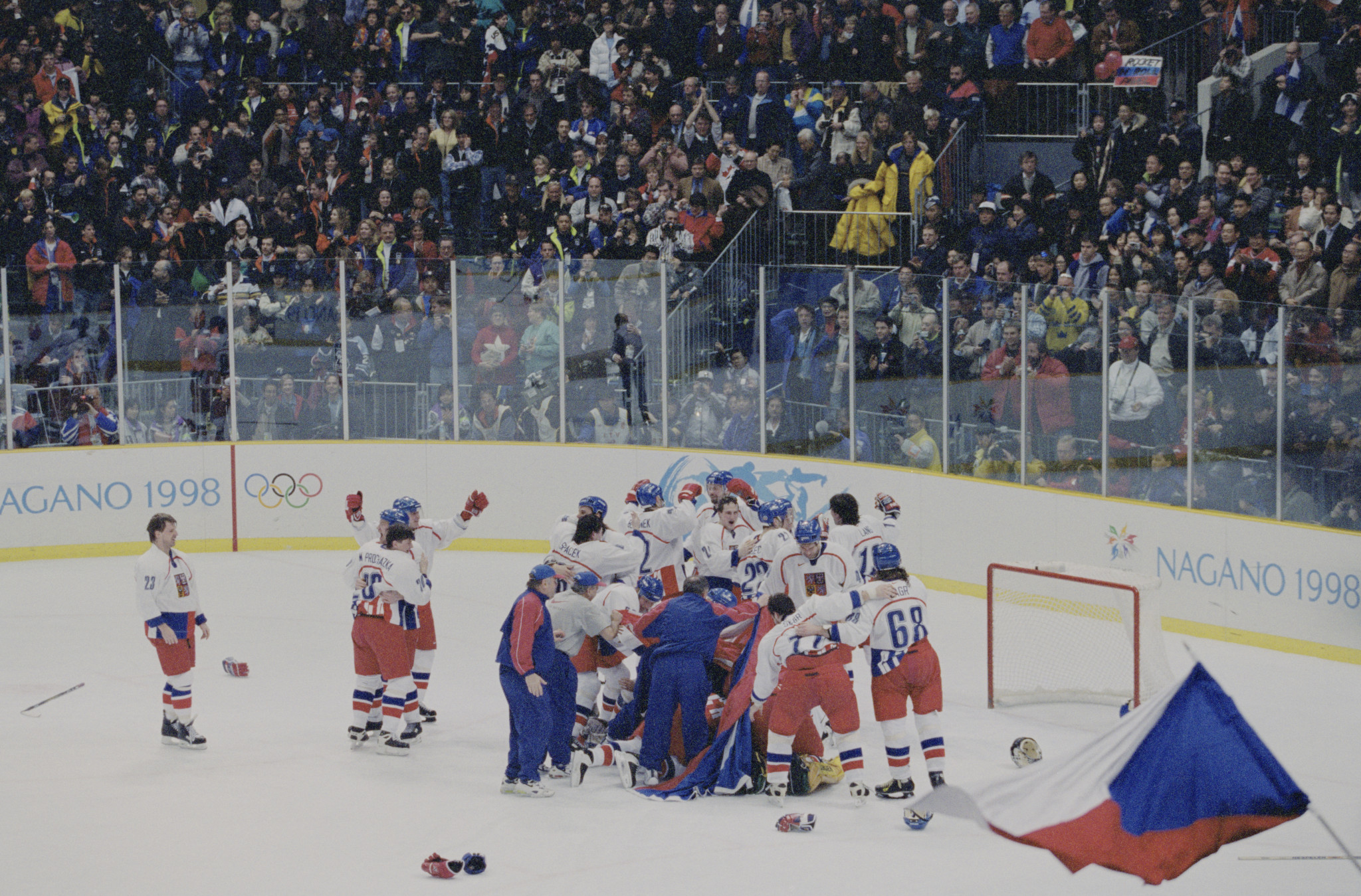 Czech Republic celebrate winning the Olympic gold medal at Nagano 1998 ©Getty Images