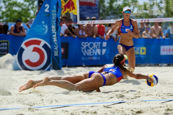 Three US womem pairs made successful progress today at the FIVB Beach Volleyball Major Series in Vienna ©FIVB