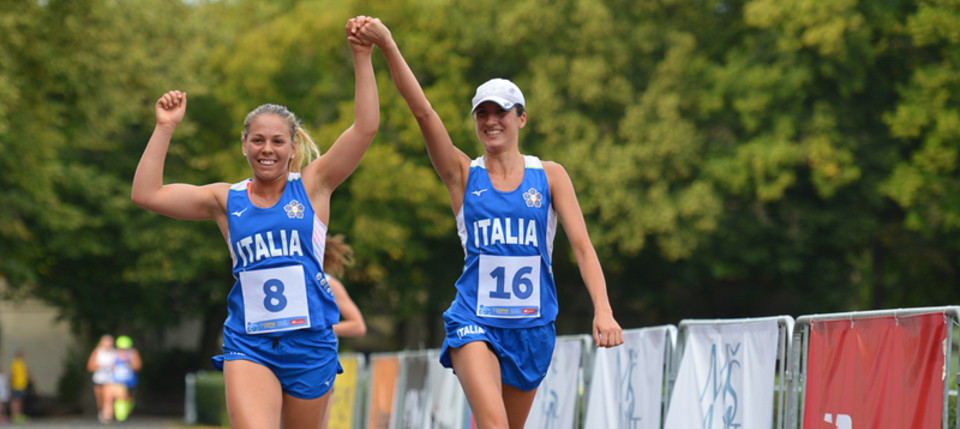 Italy's Lea Lopez Maria and Elena Micheli celebrate today as they qualify for Saturday's women's individual final at the UIPM Junior World Championships in Kladno in the Czech Republic ©UIPM