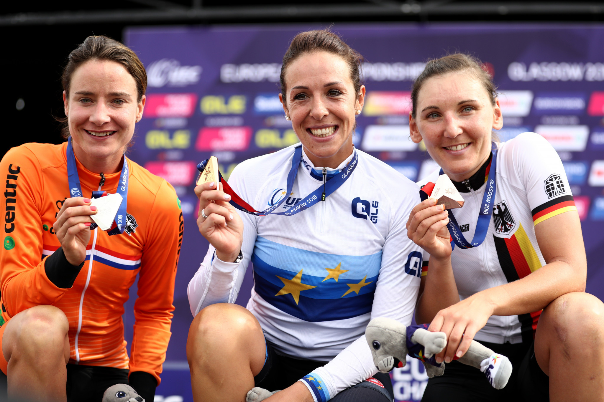 Defending champion Marianne Vos, left, was forced to settle for silver ©Getty Images