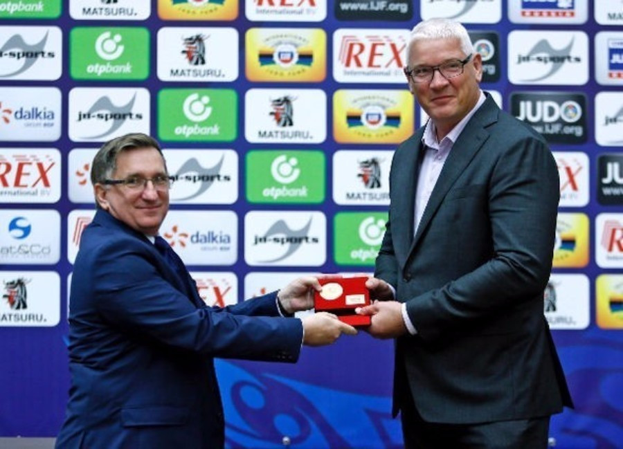 Long-time Dutch judoka Hendrik Koppe was among those to be presented with awards
