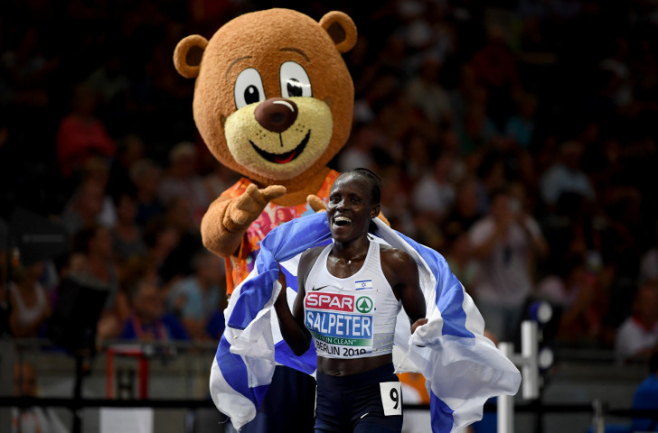 Israel's Kenyan-born Lonah Chemta Salpeter celebrates winning the European 10,000m title in the Olympic Stadium ©Getty Images